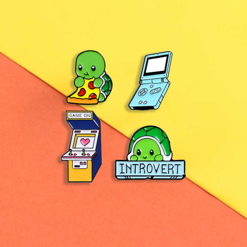 Introvert schildpad emaille pins Leuke kat Game machine badges Dier broches Overhemd zak Revers pin Cartoon sieraden gift voor vrienden