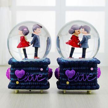 Caja de música luces caja de música copo de nieve flotante estatuilla de pareja en bola de cristal Base de amor para la decoración del Día de San Valentín HF