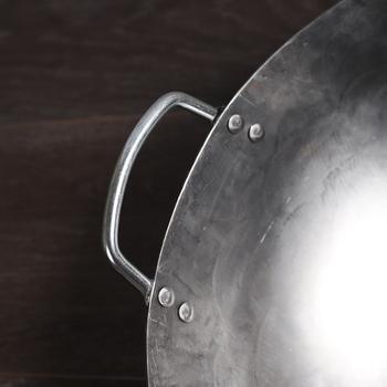 IWELAI 32cm 34cm Woks tradycyjny żelazny Wok Handmade duży Wok i drewniany uchwyt non-stick Wok kuchenka gazowa Pan naczynia kuchenne tanie i dobre opinie Woki Nie-powłoka Bez pokrywę garnka Ekologiczne Żeliwo