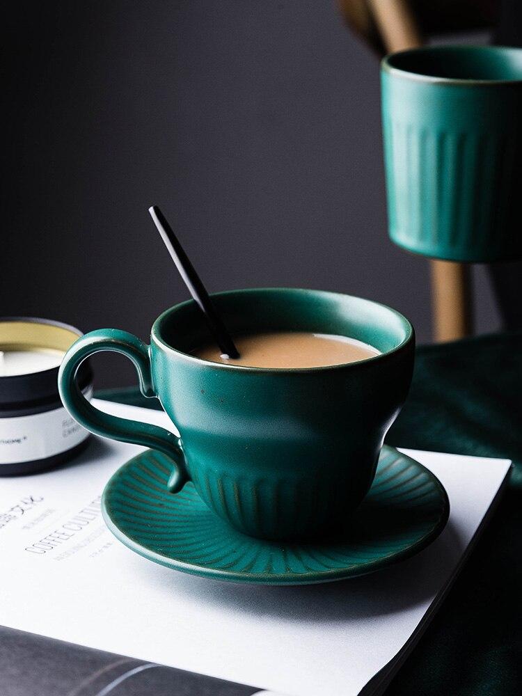 Европейский Винтажный набор кофейных чашек зеленый креативный роскошный с ручкой фарфоровые чайные чашки золотой материал Hierba домашняя по...