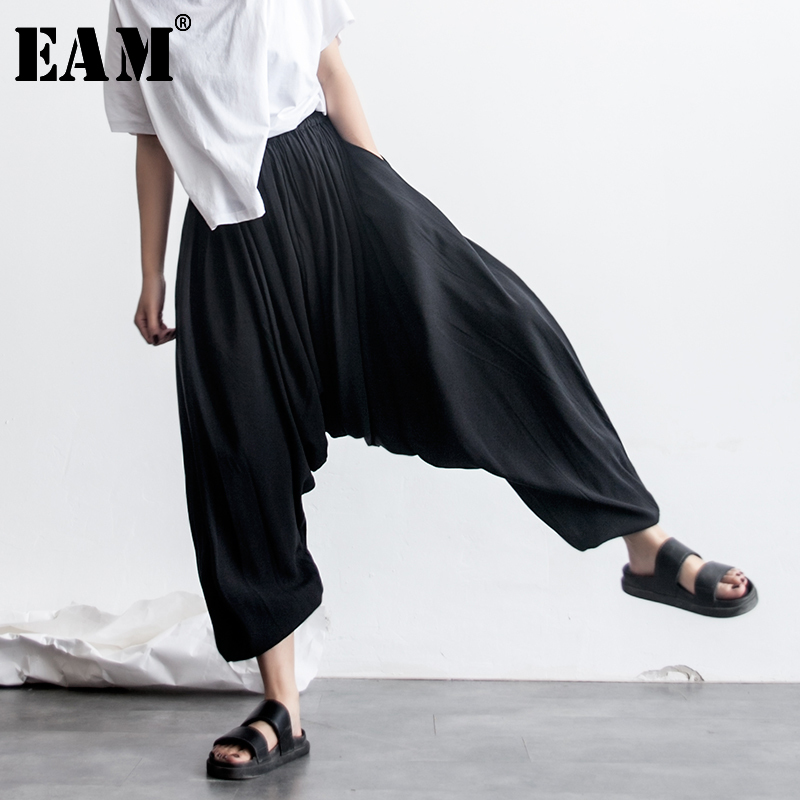 [EAM] 2020 New Spring Fashion  Black Elastic Waist Loose Pleated Pockets Solid Color Woman Ankle-length Cross-pants SA085