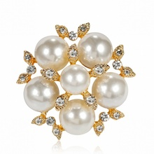 Japanese Korean Fashion Small Imitation Pearl Rhinestone Flower Brooch Pin for Girl Women Simple Corsage Jewelry Accessories