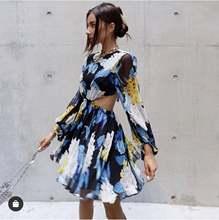 Летнее шелковое платье маленькое милое мини с цветочным принтом