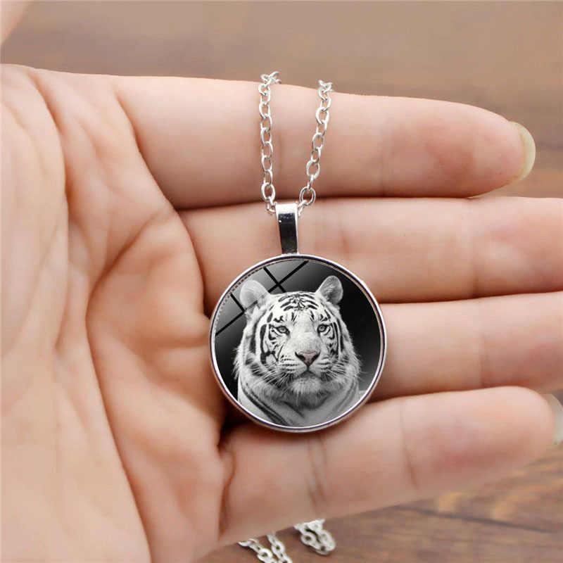 Moda świecące w ciemności szkło Allory okrągły wisiorek naszyjnik urok olśniewająco białe tygrys naszyjnik dla kobiet mężczyzn biżuteria prezenty