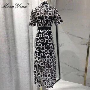 Image 4 - MoaaYina Moda Tasarımcı Pist elbise Sonbahar Kadın Elbise Balıkçı Yaka Kısa kollu Soyut Gipür dantel kesik dekolte Elbiseler