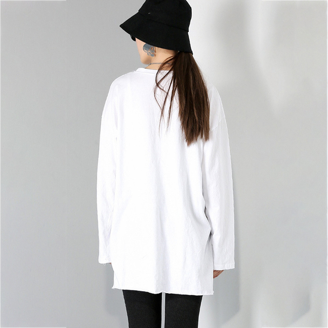 [EAM] Women Brief White Hole Big Size Personality T-shirt New Round Neck Long Sleeve Fashion Tide Spring Autumn 2021 1DD1797 6