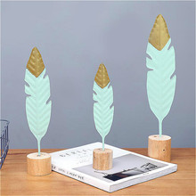 Nordic Wrought Iron Feather Miniature Crafts with Wood Base Bedroom Living Room Office Decor Modern Home Decoration Accessories недорого