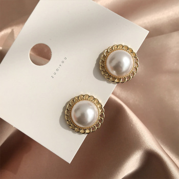 Han Edition Retro Elegant Pearl Earrings Stud earrings Women Party Contracted Temperament Metal lace Wedding Jewelry image