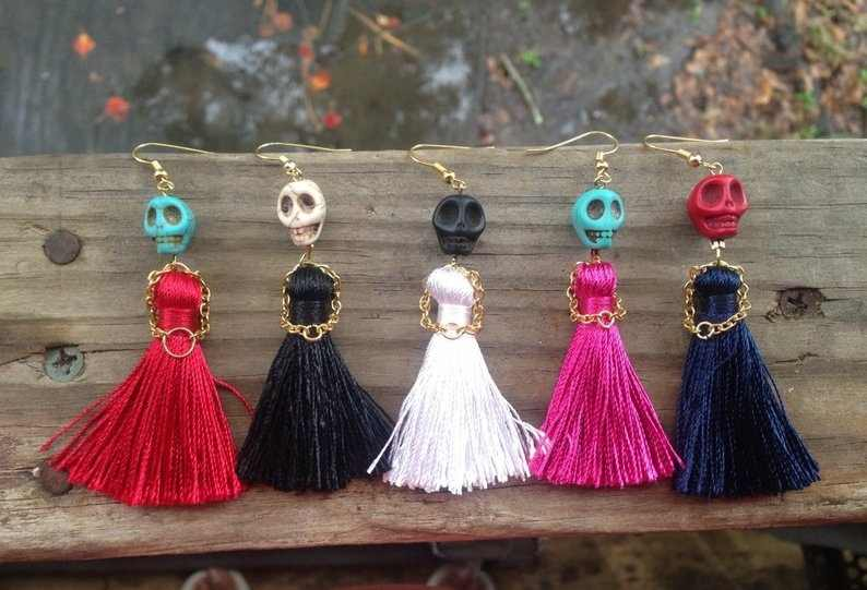 Halloween Skull Tassel Earrings with A Little Dress and Little Hands Made of Metal Chain, Day of The Dead, Fashion Earrings