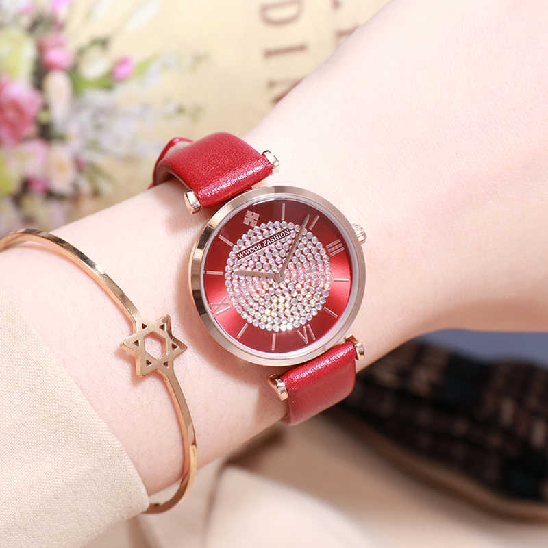 WWOOR Luxury ยี่ห้อ Rhinestone สร้อยข้อมือควอตซ์สำหรับนาฬิกาผู้หญิงสีแดงชุดลำลองนาฬิกาหนังผู้หญิงนาฬิกากันน้ำของขวัญ