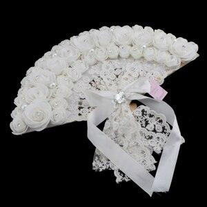 Image 3 - الدانتيل الورود الزهور تصميم البلاستيك للطي باليد مروحة (أبيض)