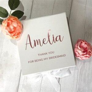 Персонализированная Подарочная коробка с именем подружки невесты, Индивидуальная коробка с атласной лентой и цветами для девочек, будете л...