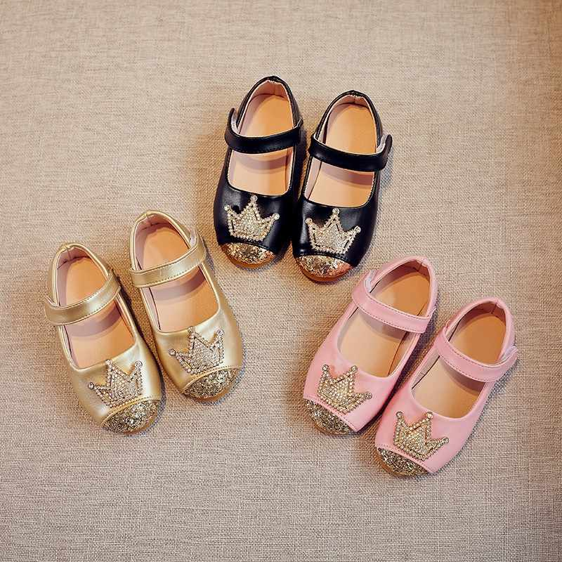 ฤดูใบไม้ผลิแฟชั่นฤดูร้อนเด็กสบายๆรองเท้าเจ้าหญิงมงกุฎหนังรองเท้าเต้นรำสีชมพูสีทองสีดำรองเท้าเด็ก