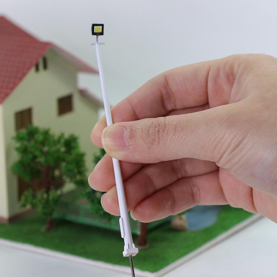 Evemodel 5pcs N Scale Plaza Lamppost 1:150 Playground Street Lights 3-lights 8cm Model