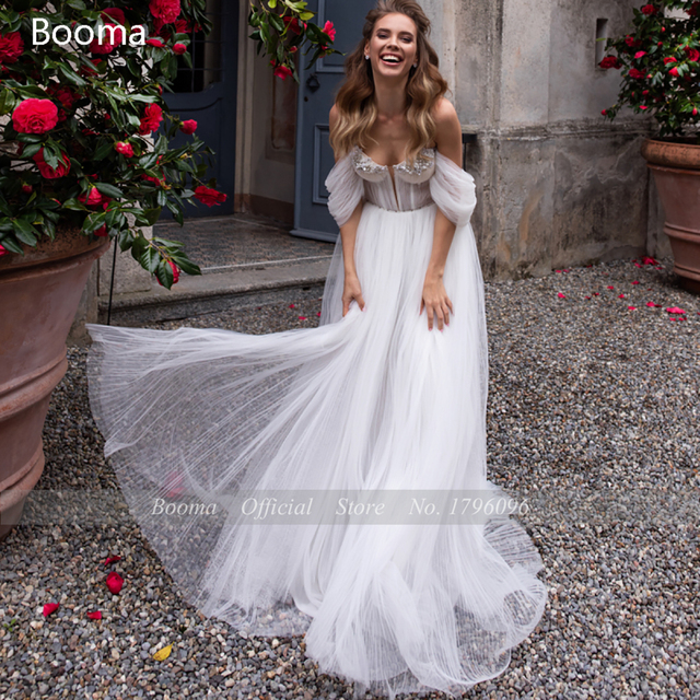 White Beach Wedding Dresses 2021 Off the Shoulder Long Sleeves Bride Dresses Sweetheart Pleated Tulle A-Line Bridal Gowns 4