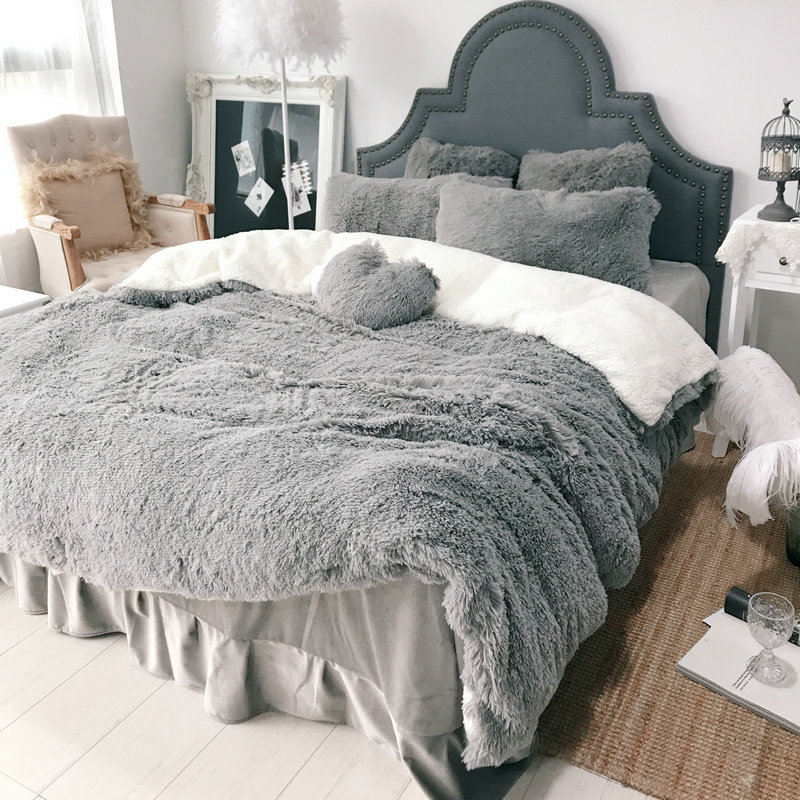 Thick Autumn And Winter Warm Mink Velvet Four Piece Flannel Velvet Cloud Sable Coral Fleece Set Bed Comforter  Full Size Bed Set