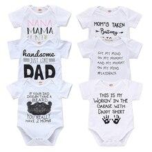 Боди для новорожденных с надписью «Daddy Mommy»; белый комбинезон с короткими рукавами; боди для маленьких мальчиков и девочек; маленькие хлопковые летние боди; коллекция года