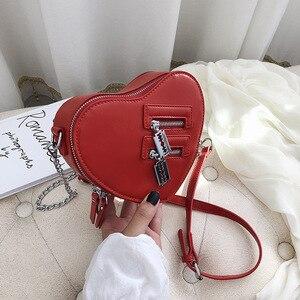 Image 2 - נשים ארנקי תיק אופנה אדום אהבת לב צורת כתף תיק נשים שרשרת Crossbody תיק גבירותיי ארנק מצמד תיק
