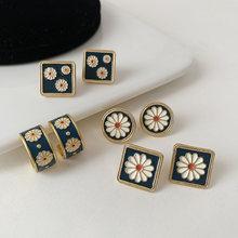 Серьги гвоздики с разноцветной эмалью в форме цветка винтажные