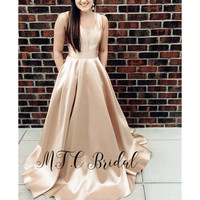 Backless Champagne Long Formal Evening Dress With Bows V Neck A Line Pockets Elegant Prom Gowns Cheap Wedding Party Dresses