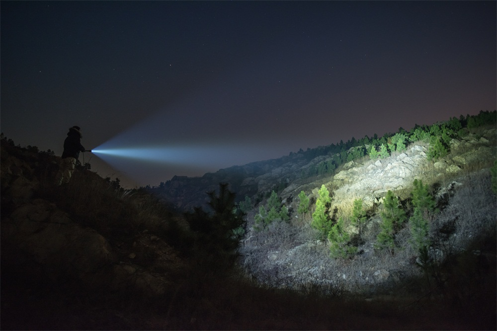 de 3600 lúmens, poderosa luz xhp70, ipx8,