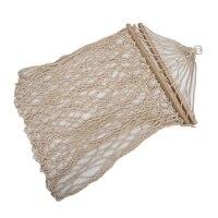 Rede de balanço de corda de algodão branco pendurado na varanda ou em uma praia   -