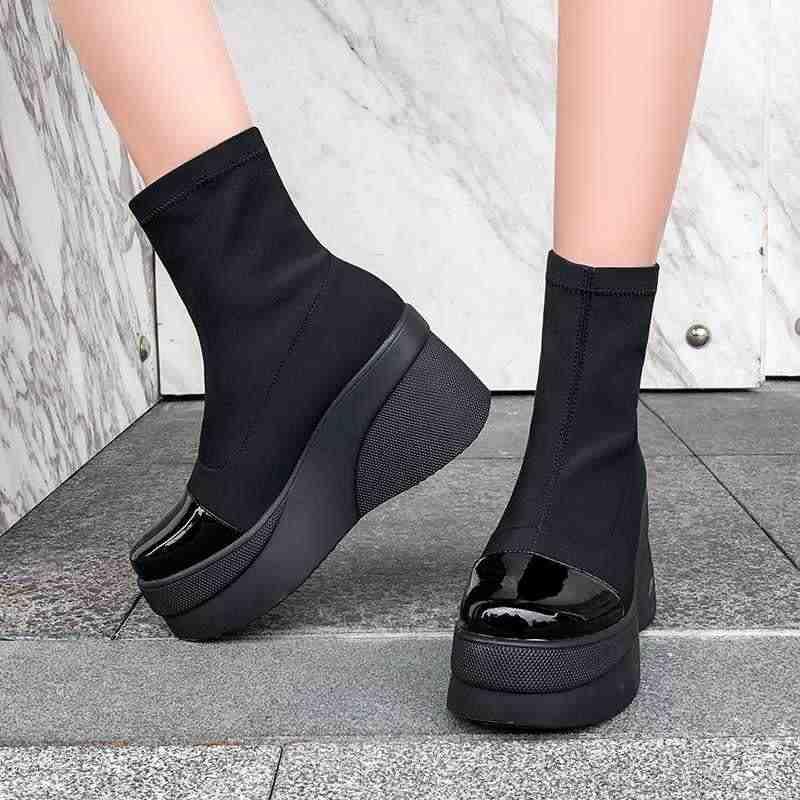 Krazing pot siyah renk parlak deri patchwork streç akın çizmeler yuvarlak ayak kalın alt kış sıcak kadınlar yarım çizmeler L20