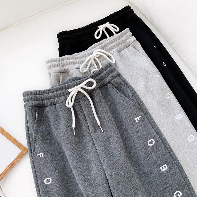 Thick Fleece Elastic Waist Women Harem Pants Drawstring Winter Warm Carrot Pants Letter Printed Streetwear Joggers Trousers 4