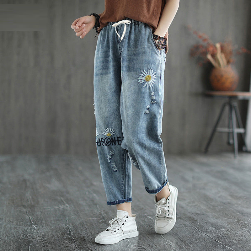 2020 New Spring Korea Fashion Women Elastic Waist Loose Vintage Jeans Daisy Embroidery Casual Denim Harem Pants Plus Size S781