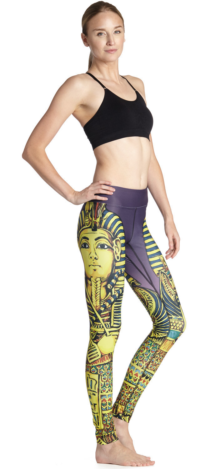 The Lady Shows Thin Buttocks And Cleopatra Exercises And Dries Nine Points Lady Pants Quickly Leggings