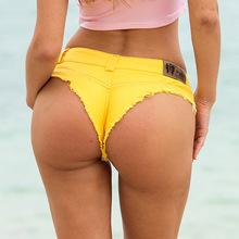 Nowe spodenki plażowe seksowne damskie spodenki dżinsowe najnowsze spodnie niskiej talii seksowne dziurki spodenki jeansowe krótkie spodnie dżinsowe damskie cheap COTTON Poliester WOMEN skinny Osób w wieku 18-35 lat Pani urząd Szorty Kieszenie Draped Przycisk fly REGULAR Stałe white black blue yellow red