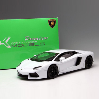 цена на Welly 1/18 1:18 Lamborghini Aventador LP700 LP700-4 Sport Racing Car Diecast Display Model Birthday Toy For Kids Boys Girls