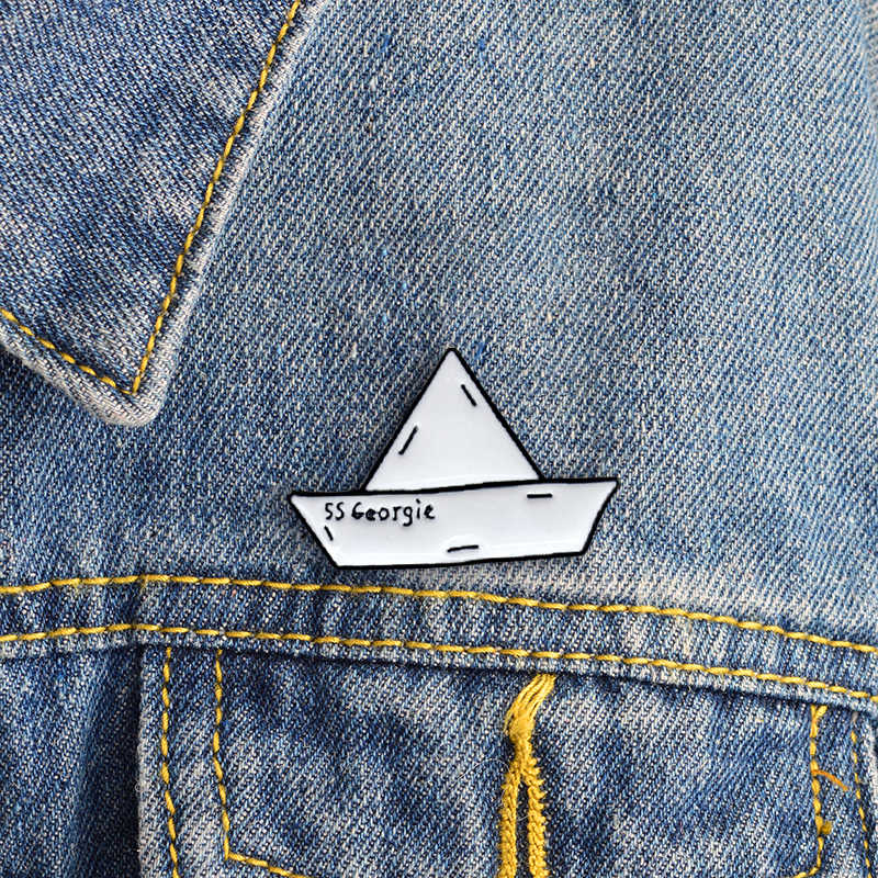 סירת מטוס אמייל פין לב מפת יכול Cloude סיכת ג 'ינס ג' ינס חולצה תיק משחק בעלי החיים תכשיטי מתנה לחברים זוג בנות