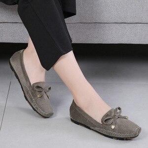 Image 2 - Туфли женские из коровьей спилковой кожи, однотонные мягкие лоферы, без застежки, плоская подошва, мокасины, повседневная обувь, лето 2019