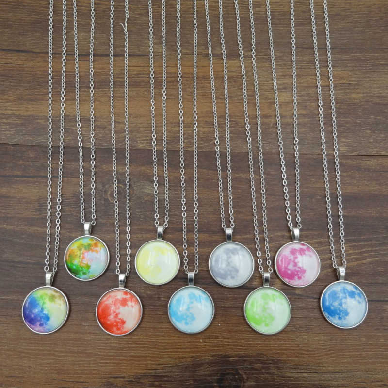 Moda proste mężczyźni kobiety szklaną kopułą Luminous Necklack biżuteria klasyczny księżyc gwieździste niebo świecące w ciemności naszyjnik prezenty