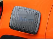 цена на Chrome Car Styling Carbon Fiber Color Fuel Tank Cap Cap Gas Box Cover Panel 2016-2018 For Jeep Renegade Accessories