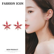 American and European exaggerated red maple leaf earrings designed for fashionable women, alloy cool transparent leaf shaped Hip er 5302 women s fashionable leaf style zinc alloy earrings green pair