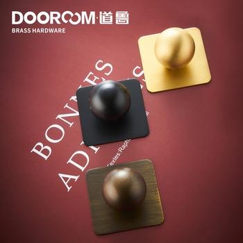 Dooroom mosiężne uchwyty piłka z wybraną płyta podstawowa szafka szafka komoda z szufladami pudełko na buty gałki meblowe złoty czarny tanie i dobre opinie Maszyny do obróbki drewna Mosiądz CN (pochodzenie) L1062 Meble uchwyt i pokrętła single
