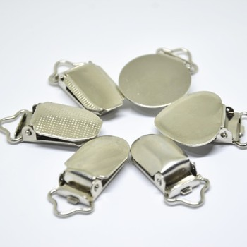 Silver Metal Baby Dummy Pacifier Clips Holders Flat Round Face Dot Heart Clasp Suspender Garment Accessories Plastic Insert 30pc