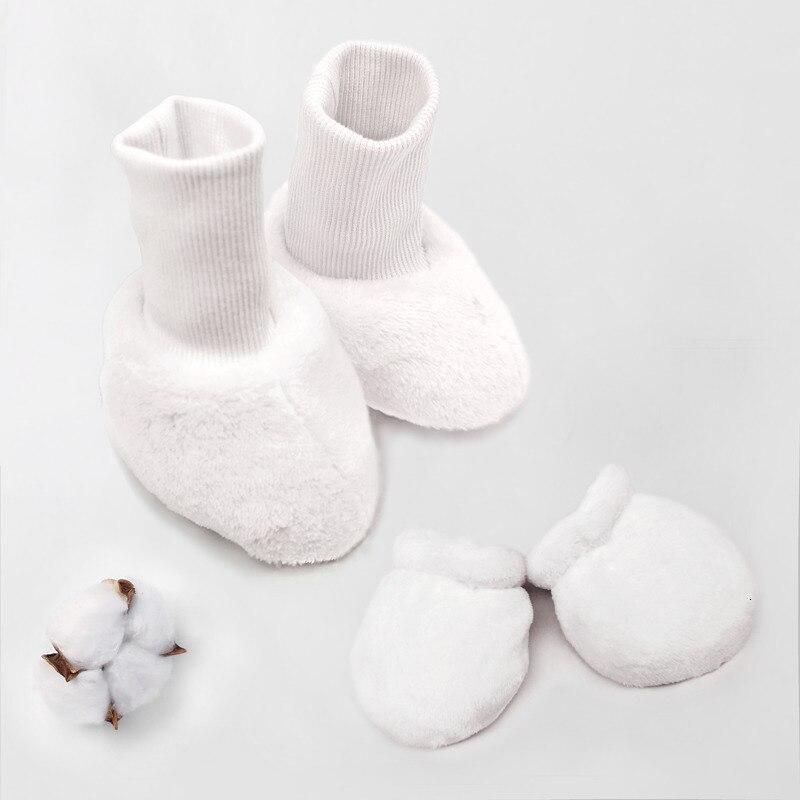Перчатки для новорожденных, подарок для малышей, милые Нескользящие варежки, теплые зимние толстые теплые хлопковые варежки для новорожденных мальчиков и девочек 0-12 месяцев - Цвет: 4PCS Socks Gloves