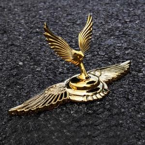 Image 1 - 1PC זהב מעופף נשר אגף סוס עומד כריעת אלת צורת רכב הוד מצנפת 3D Stand אוניברסלי סמל תג קישוט לוגו
