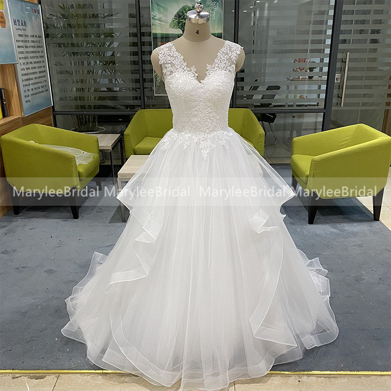 V-neck Princess White Ball Gown Wedding Dresses With Horsehair Edge 2020 New Custom Made Bride Dress Lace Up Back Suknia Slubna
