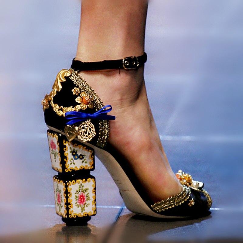 Piste concepteur bride à la cheville vin rouge pompes de luxe imprime bout ouvert gladiateur pompes Sexy étrange talons hauts femmes pompes chaussures 2019