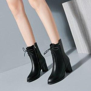 Image 2 - Classics Fashion Vrouwen Mid Kuit Laarzen Cross gebonden Solid Vintage Winter Laarzen Ronde Neus Med Plus Size Schoenen