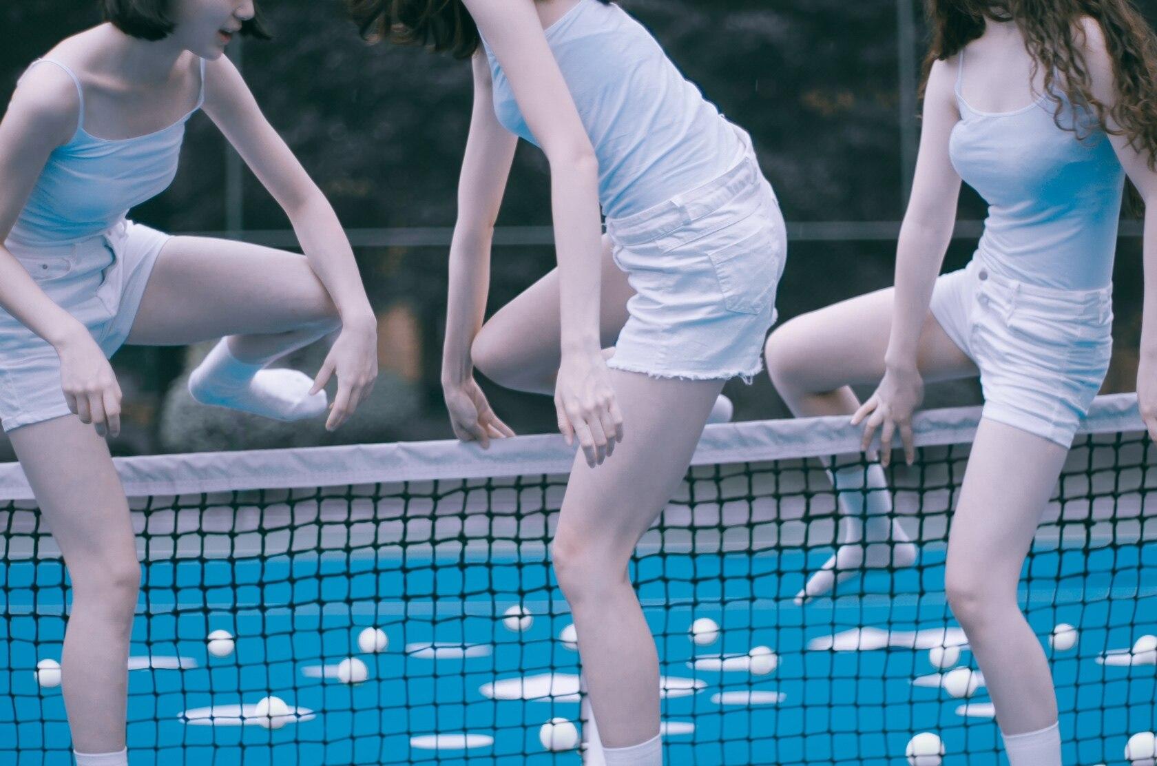 高清蓝白网球妹子壁纸插图1