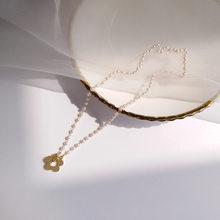 Doce colar de jóias venda quente pequeno whte simulado pérolas gargantilha colar design delicado metal flor charme colar presente