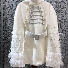 Новинка года; сезон осень-зима; женская накидка с поясом из страусиных перьев; пальто с рукавами в британском стиле, украшенное бисером; 1031