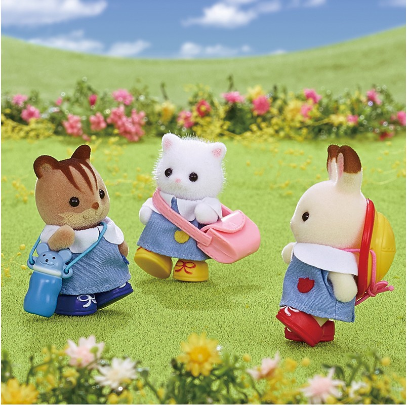 Las familias de Silvestre juegan casa modelo escena Kindergarten socios muñeca escuela uniforme muñeca 5262 de juguete