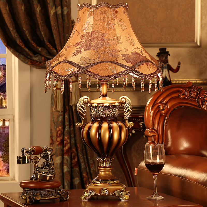 Luxury Retro Brown White Resin Table Lamp Luxury Palace Bedroom Bedside Lamp Sculpture Resin E27 Decoration Lamp Abajur Led
