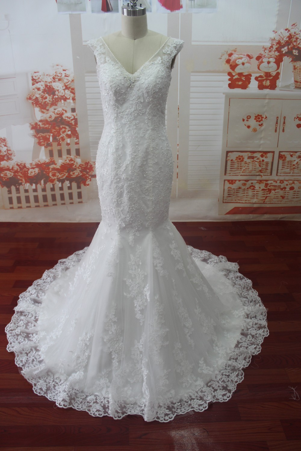 SG32 2015 Sexy Wedding Dress V Neck Beaded Lace Up Mermaid Floor Length Court Train Long Dresses Mermaid Bridal Gowns